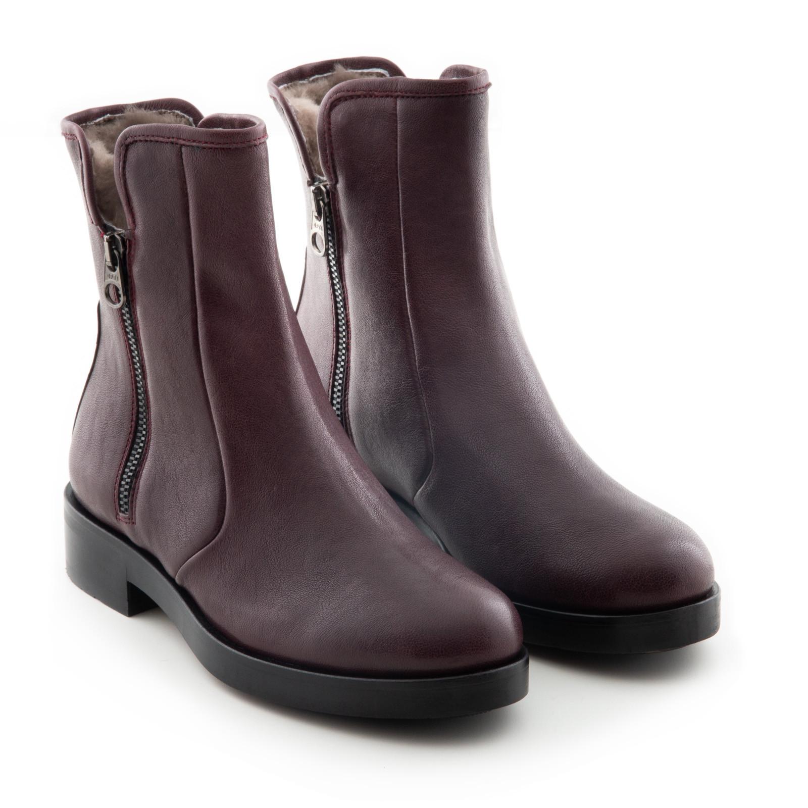 Echtes Hammelfell hält die Füße angenehm warm.